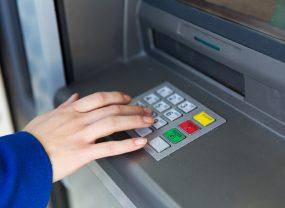 Visa Apple Pay банкомат Яндекс.Деньги Банкомат снятие наличных