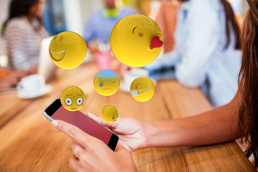 Смайлы и юмор в коммуникации с покупателем