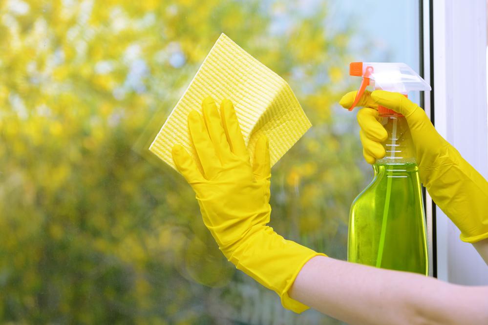 Как заработать на майские: уборка - фото