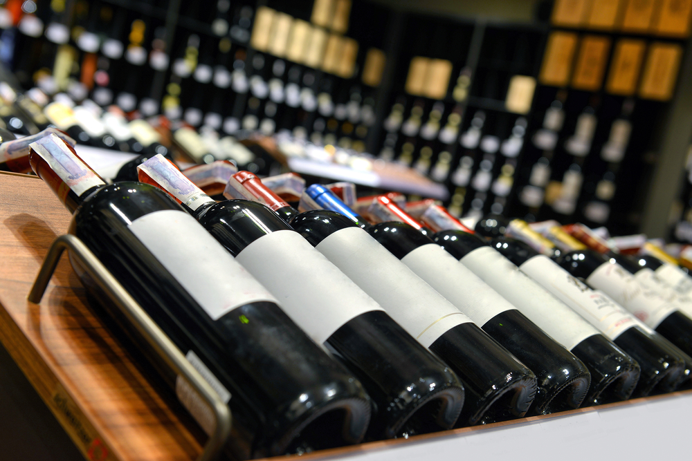 В странах ЕАЭС могут разрешить онлайн-торговлю алкоголем и сигаретами - фото