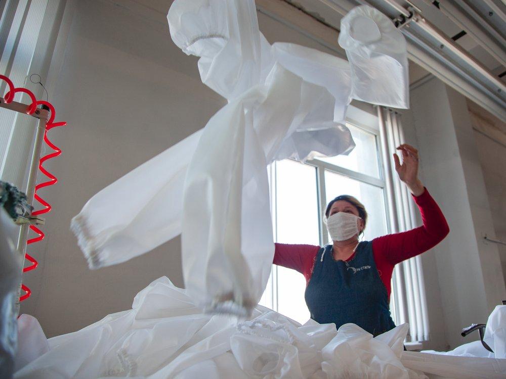 Как «Текстиль-контакт» за 10 дней начал производить защитные комбинезоны и маски вместо одежды